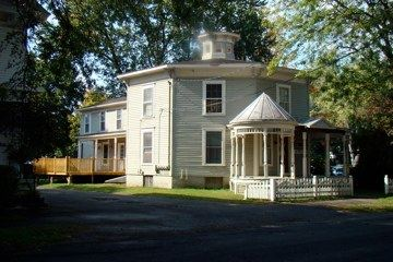 Front view of the Steiger-Watson-Loomis Octagon house.